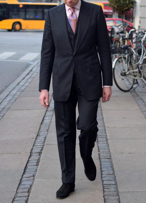 Skræddersyet_jakkesæt_koksgråt_chittleborough_and_Morgen_Stiljournalen_2