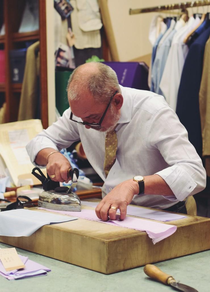 Savile_Row-skræddere_Shirtmaker_Robert_Whittaker_af_Torsten_Grunwald