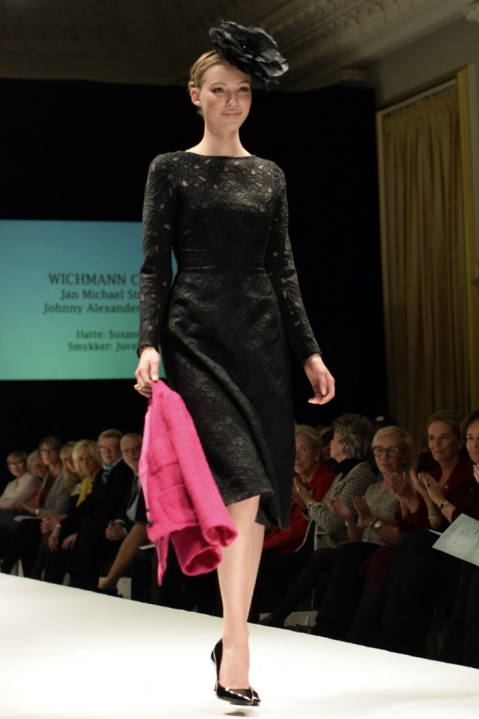 laugenes_aarlige_opvisning_2016_wichmann_couture_sort_kjole