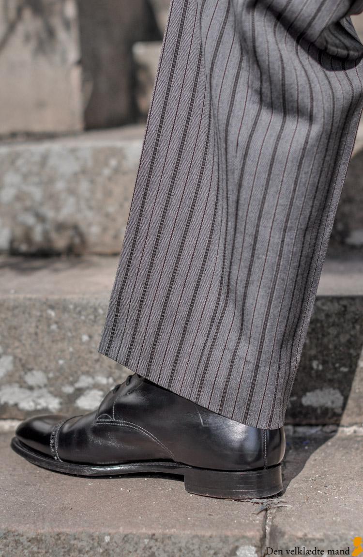 jaket stribede bukser støvler