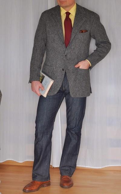 42bfd6a28 Positurer i grå tweedjakke og blå jeans - Den velklædte mand