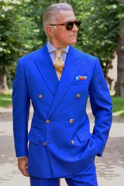 92c9eadb2 Fra kongeblå habit til blå blazer - Den velklædte mand