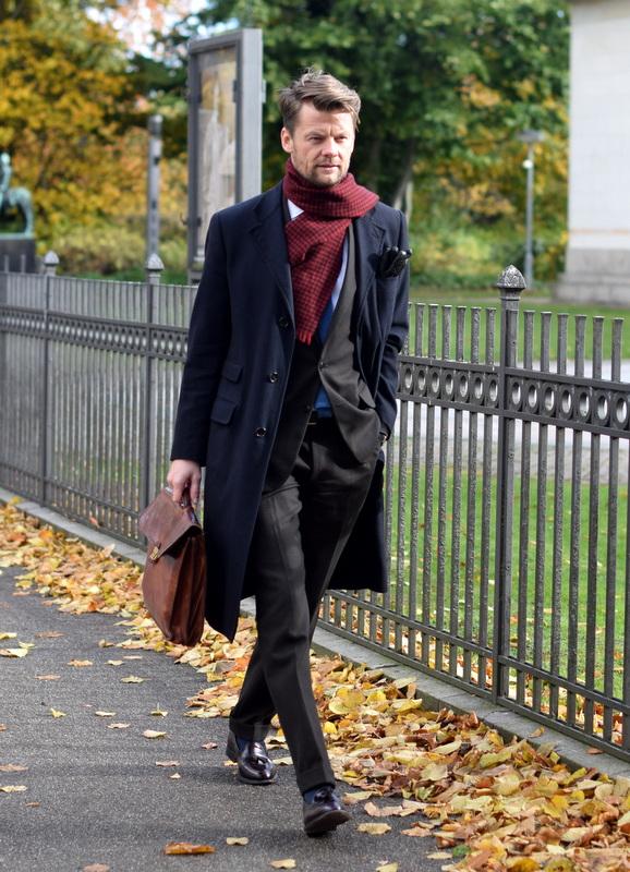 dadfc9b1910 Advokaten er tilbage - Den velklædte mand