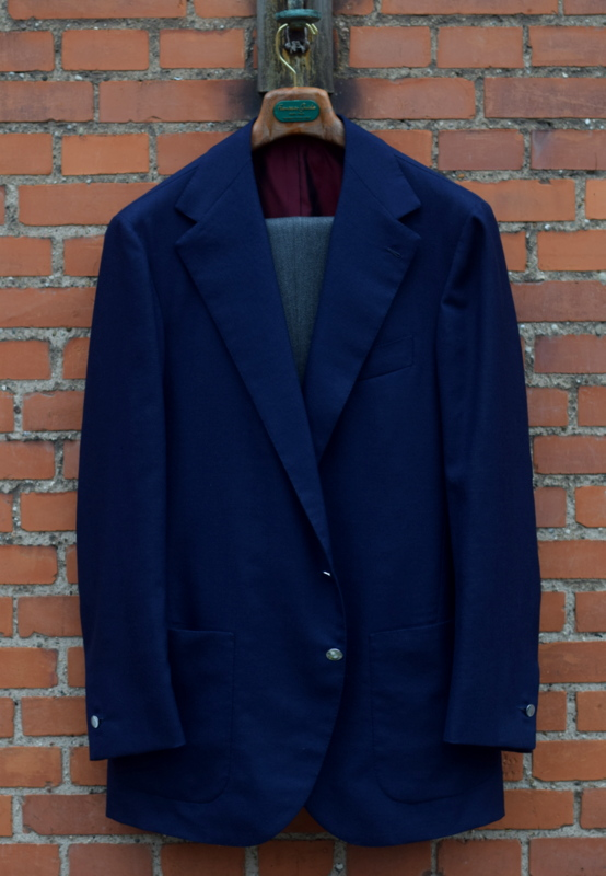 814540cb7 Blå blazer og grå bukser - Den velklædte mand