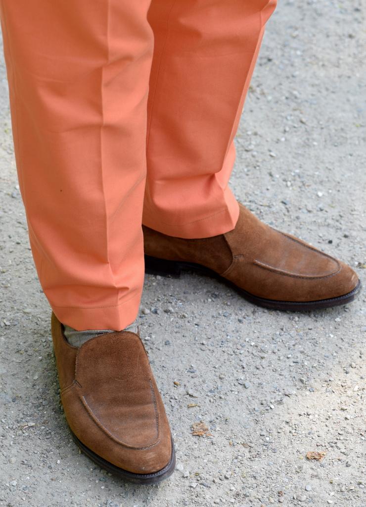 Skræddersyede bukser til mænd og loafers om sommeren