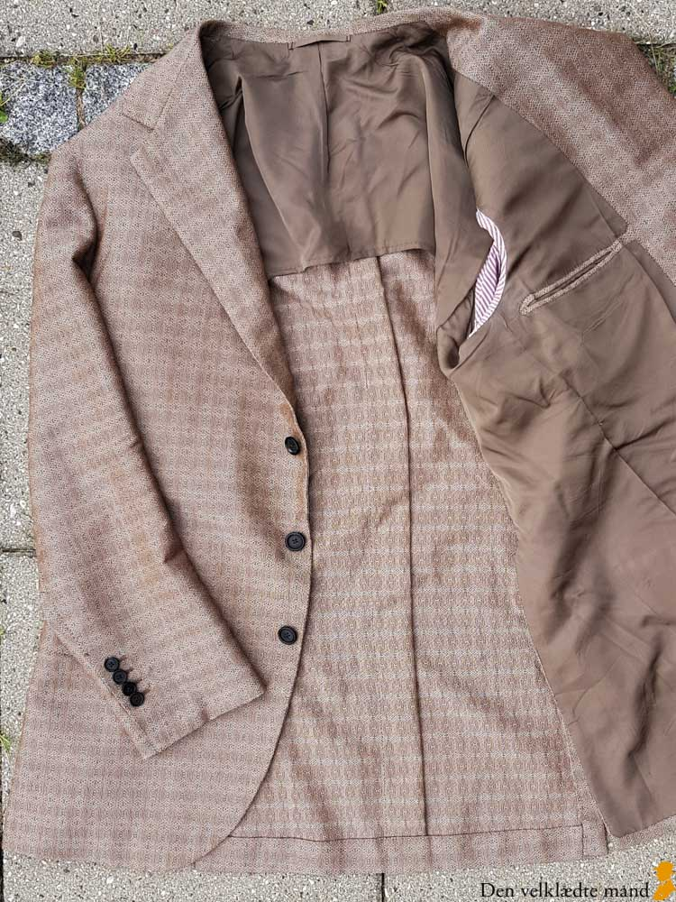 halvforet lysebrun jakke