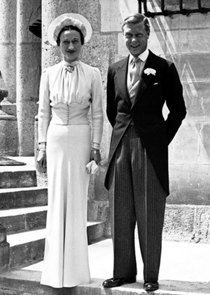 c4bfd0d098a4 Bryllup. Hertugen af Windsor med frue i jaket og hvid nellike i jakettens  knaphul.