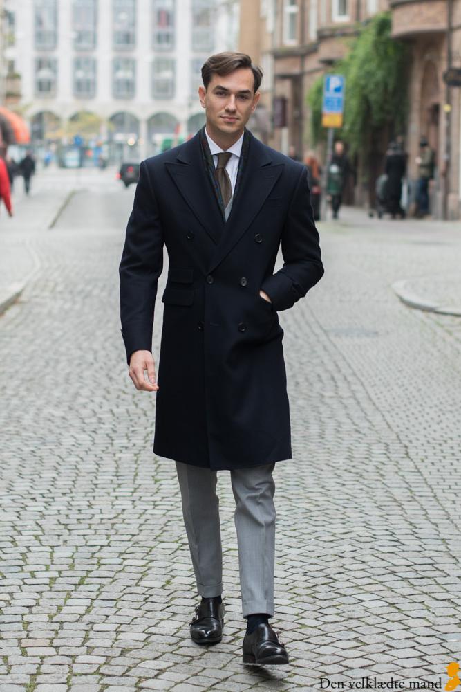 jakub i jakkesæt og frakke
