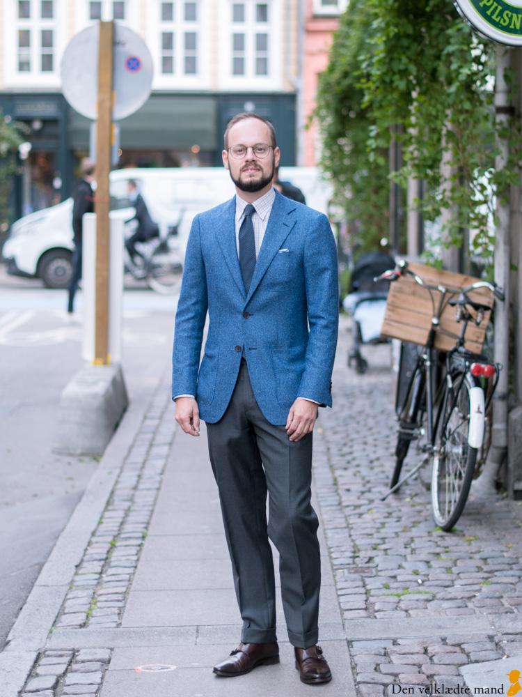 670b249ea Blå jakke og grå bukser er sikker god stil - Den velklædte mand