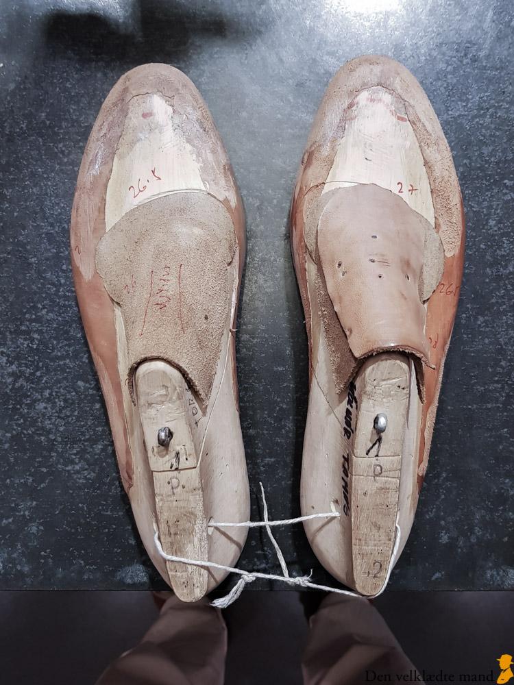 e94d6b59717 Håndsyede sko efter mål i Budapest - Den velklædte mand
