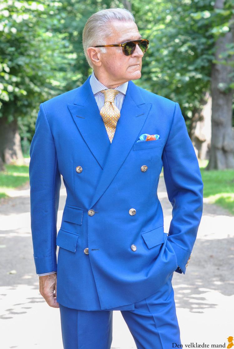 Mr X i skræddersyet kongeblåt jakkesæt
