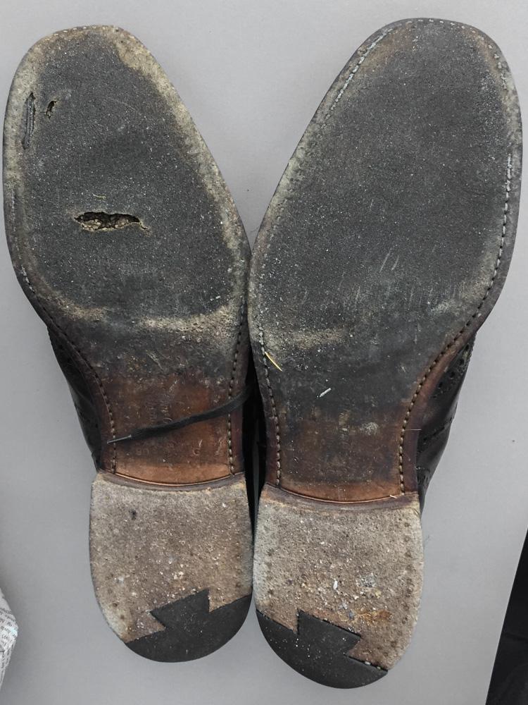 783d060f286 Et par Church-sko, der trænger til en kærlig hånd.