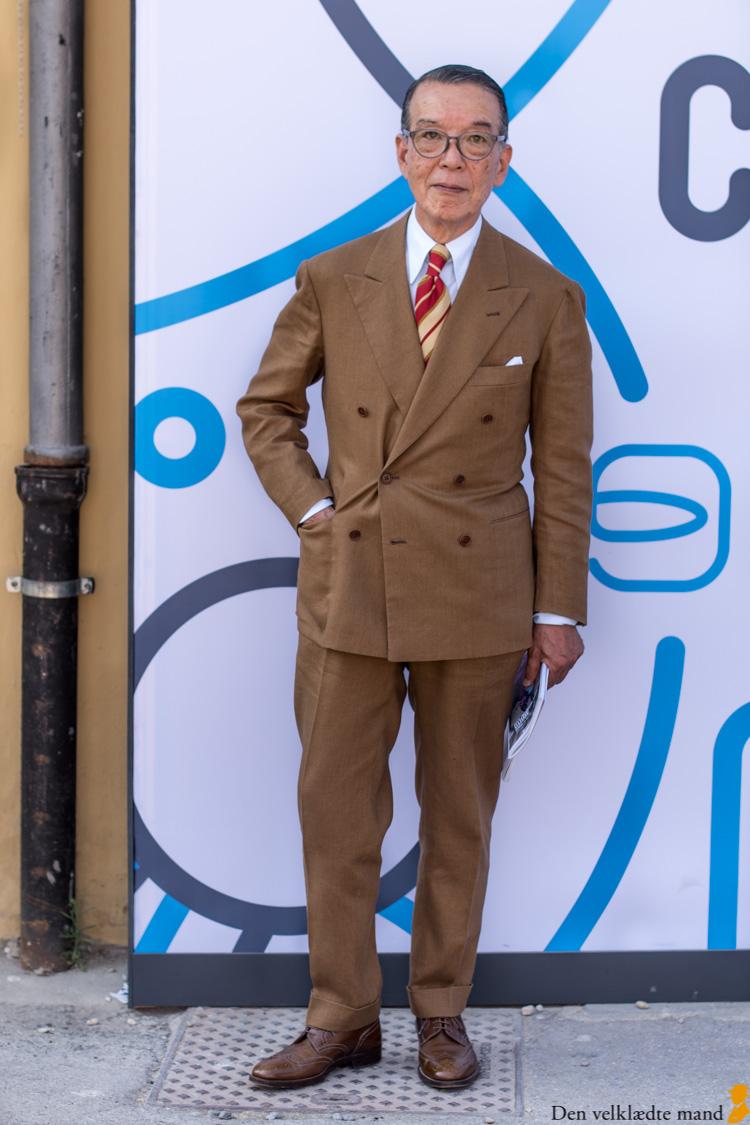 Skræddersyet jakkesæt yukio akamine