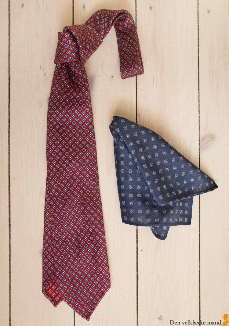 At kombinere slips og lommetørklæde rigtigt