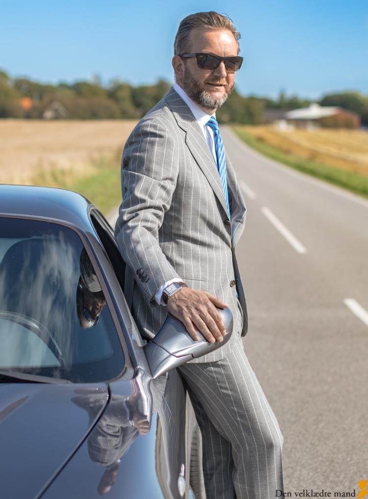 Maserati GranSport og mand i jakkesæt