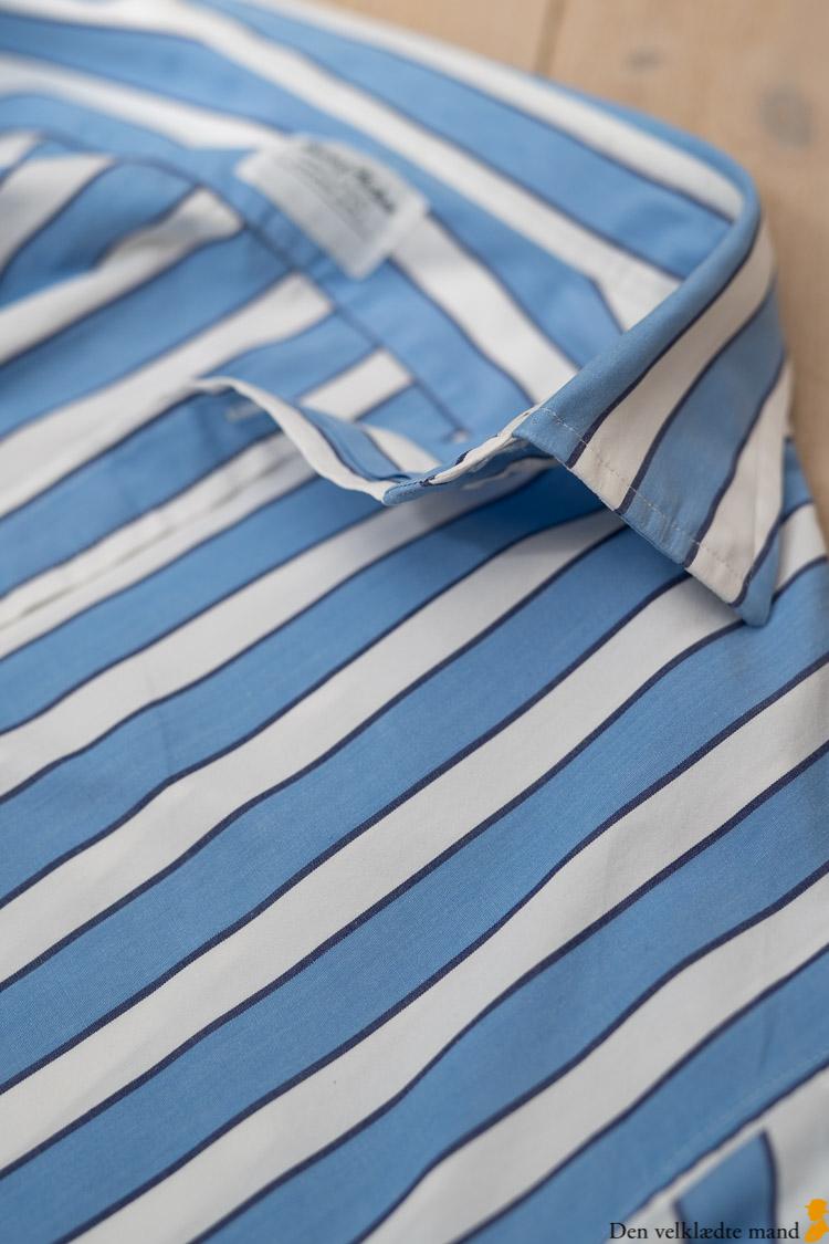 bredstribet herreskjorte