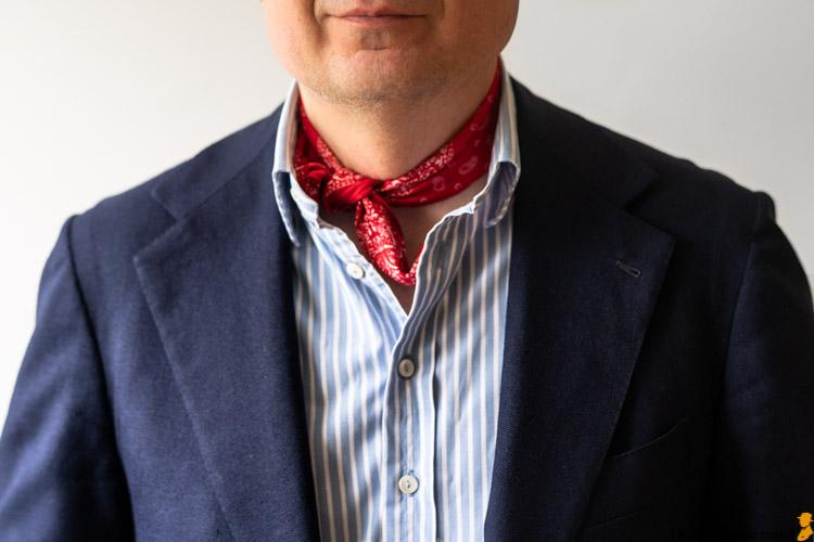 sådan binder du en halsklud bandana