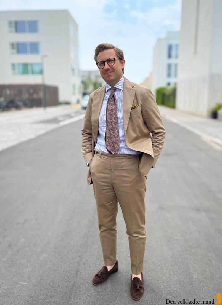 René Kjærgaard Dyre i jakkesæt