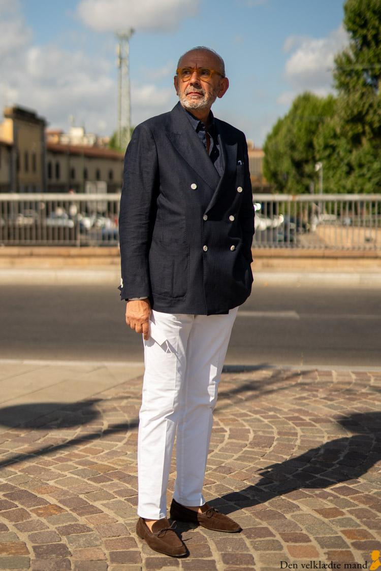 marineblå blazer hvide bukser