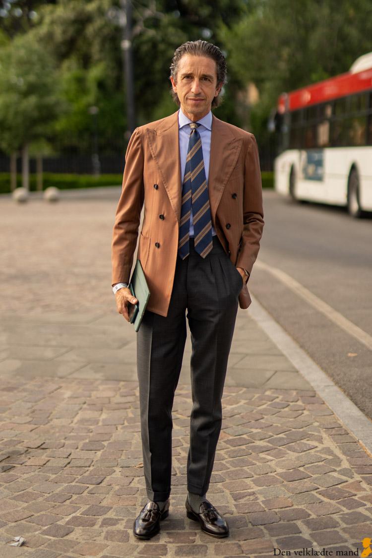 stil med slips og jakke